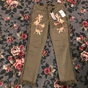 Buffalo NWTS embroidered floral fringe jeans 27